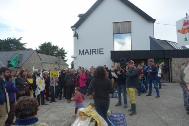 17 juin 2020 - manif contre poulailler géant à Plaudren (56)